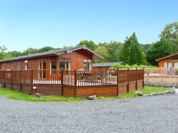 LAKEVIEW 6 private hot tub, on-site pool and gym, family-friendly in Troutbeck Bridge Ref 28903 - Image 1 - Troutbeck Bridge - rentals