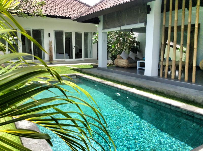 In Seminyak rent a charming villa 4 pers.  in ethnic and minimalist design with natural stones swimming  pool - Image 1 - Seminyak - rentals