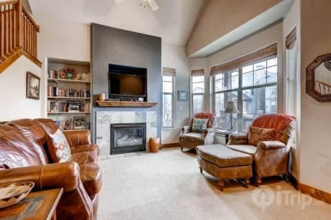 Living room offers cozy seating, vaulted ceilings, fireplace, flatscreen HDTV and oversized windows. - Redstone at Kimball Junction - Park City - rentals