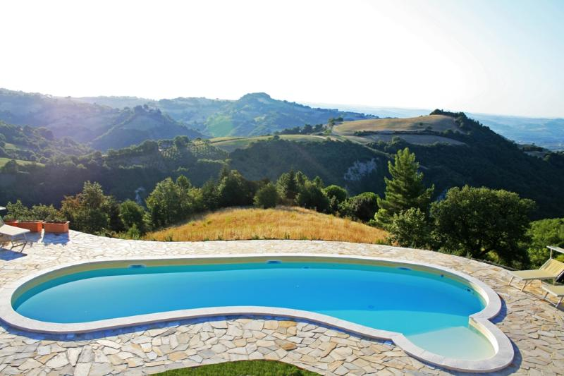 Swimming Pool - Cornio delle Fronde....a dream of pacefullness and tranquillity in the Marche Region - Marche - rentals