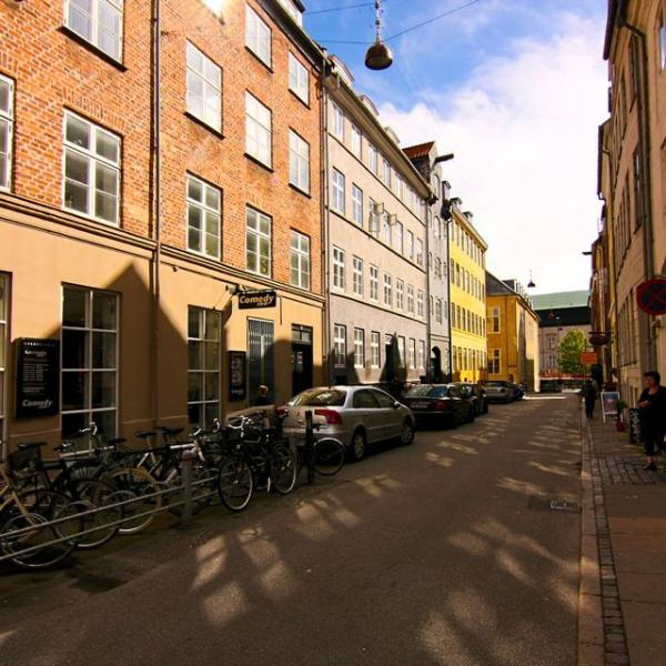 View down the street, weekends can be lively with Comedy Zoo & Retro Bar in the immediate area. - Inner city Copenhagen townhouse - sleeps 12! - Copenhagen - rentals