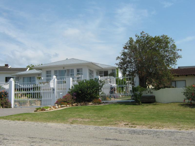 Ann's House - PLETTENBERG  BAY  --  budget self catering accommodation  --  KNYSNA - Plettenberg Bay - rentals