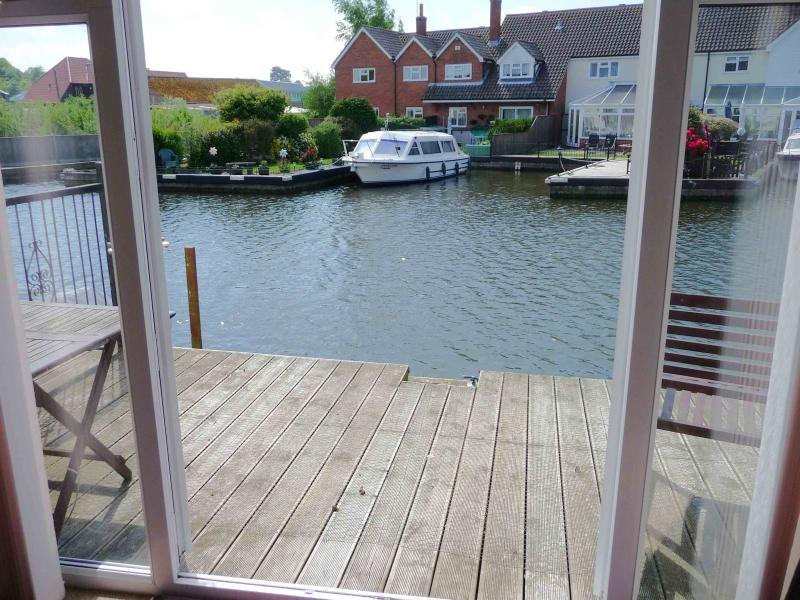 Sunset Haven Self catering three bedroom holiday cottage in Hoveton on the Norfolk Broads - Image 1 - Wroxham - rentals