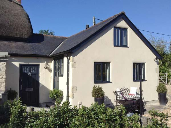 THE BEAMS, STONEHAVEN, single-storey, woodburner, shared use of swimming pool, walks nearby, in East Knoyle, Ref 26953 - Image 1 - East Knoyle - rentals