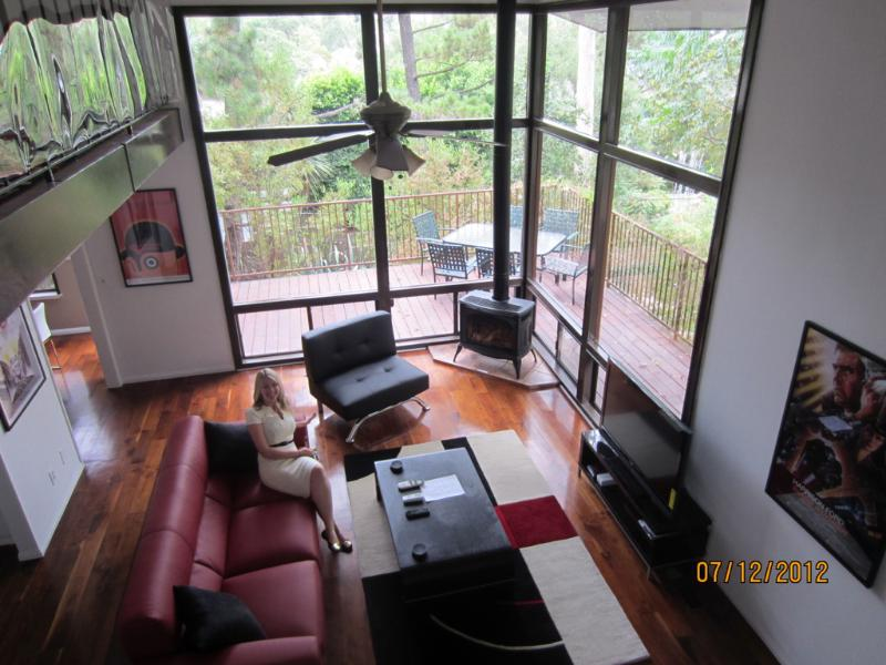 Living Room with View of Desk - Chic 3-Bedroom Hollywood Hills Hideaway Sleeps 8 - Los Angeles - rentals