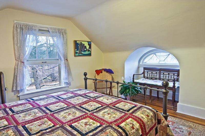 Master bedroom with beautiful eye window, art by artist homeowner, and view of treetops - Charming Suite Near Clinic, U.H., Case & Museums - Cleveland - rentals