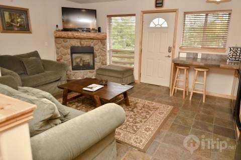 Welcome to our Bear Hollow Condo! It features a stone fireplace, HDTV, full kitchen and Clubhouse access to pool, hot tub, fitness center and grill. - Bear Hollow at Bob Sled - Park City - rentals