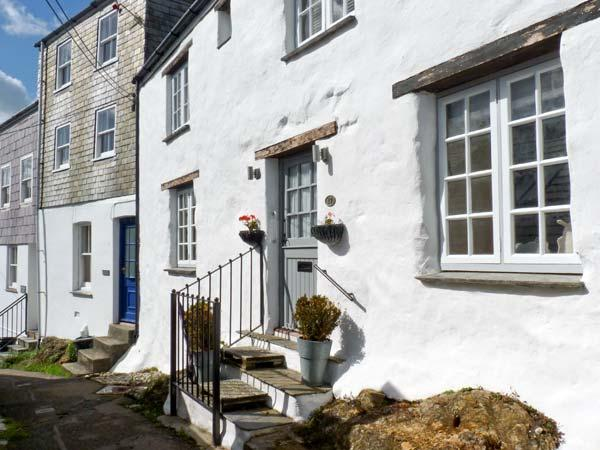 17 THE CLIFF, woodburner, wet room, sea views in Mevagissey, Ref. 26244 - Image 1 - Mevagissey - rentals