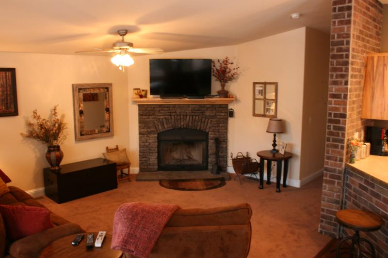 NEW 2bd/2ba Cabin: Great Views & Private Hot Tub - Image 1 - Moab - rentals
