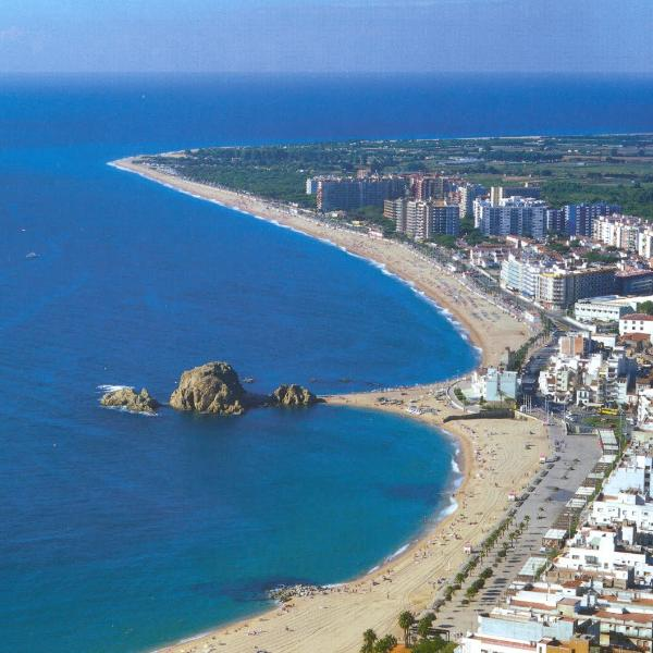 VIEW OF THE TOWN AND THE MAGNIFICIENT COAST - Cute Flat With Sea View On The Beach Costa Brava - Blanes - rentals