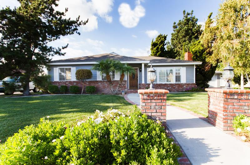 Front of the house. - Fantastic Disneyland Pool Home! You will love it! - Anaheim - rentals