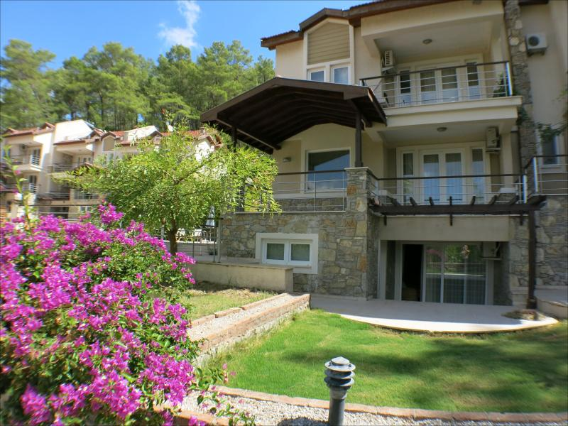 Ground floor duplex apartment with two private terraces, front garden and lovely surounding  - New duplex apartment with Jacuzzi bathtub and pool - Gocek - rentals