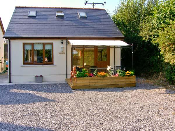 CWTCH, WiFi, two en-suites, patio, delightful holiday cottage close to Kilgetty, Ref. 28641 - Image 1 - Kilgetty - rentals