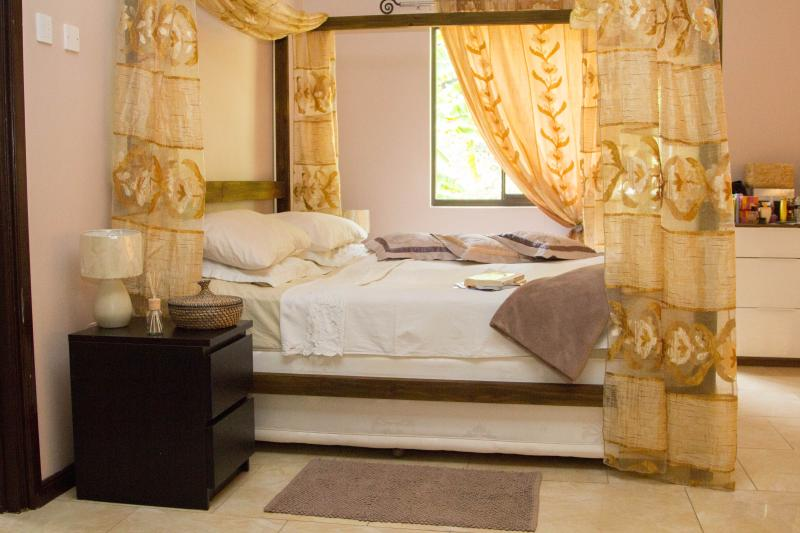 Memories suite  very spacious, with extra comfortable superking  four poster bed - Luxury New Villa in Paradise Seychelles - Mahe Island - rentals