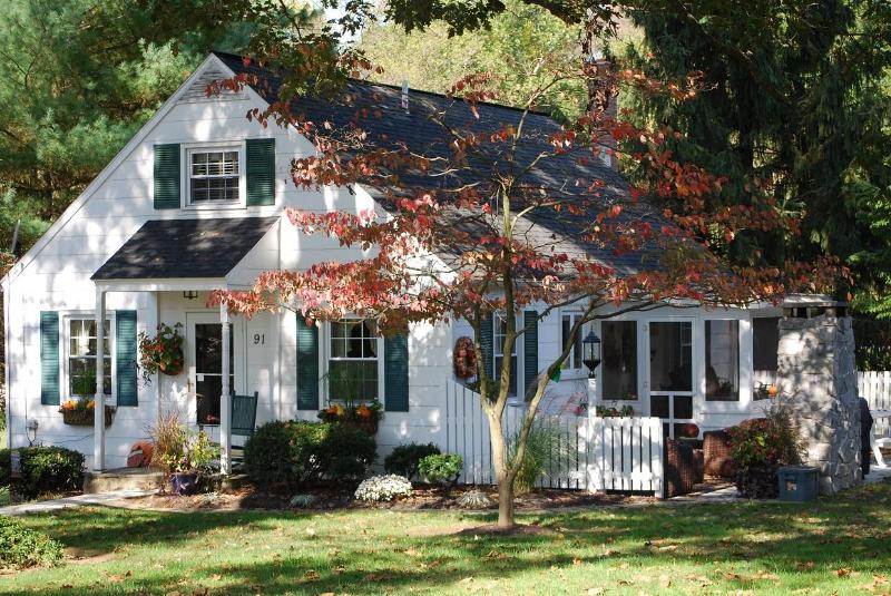 The Cottage beautifully adorned in nature's fall colors. - Adorable Cottage on gorgeous, private Horse Farm - Lancaster County - rentals