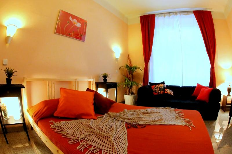 Bedroom Nr.1 - CHARM & COMFORT 2BD APT IN CENTRAL PRAGUE OLD TOWN - Prague - rentals