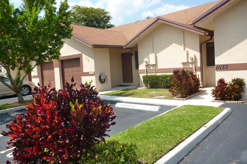 Lovely Villa  in Sunrise Close to Sawgrass Mall - Image 1 - Sunrise - rentals