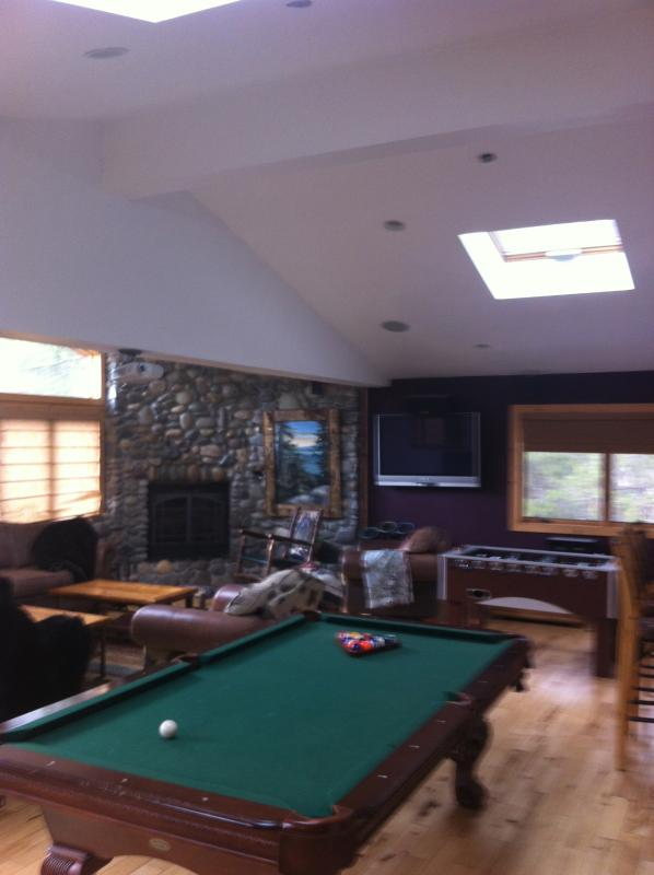 Enter the game room!  Complete with big walls, projector, Flat Screen, Full size pool  table! - Shuffleboard, Projector, Flat Screens Pool Table! - South Lake Tahoe - rentals
