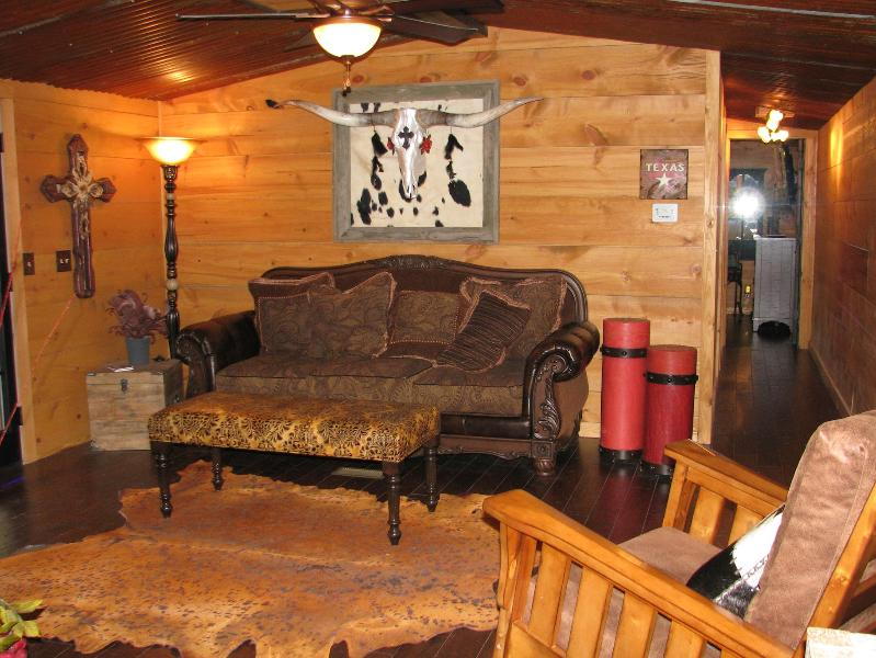 Rustic Elegance of The Living Room - Nature Lovers Paradise! - College Station - rentals