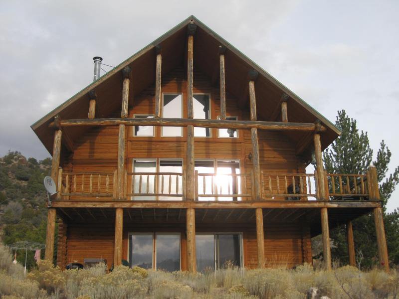 Front of cabin  - Indian Ridge - Ennis - rentals
