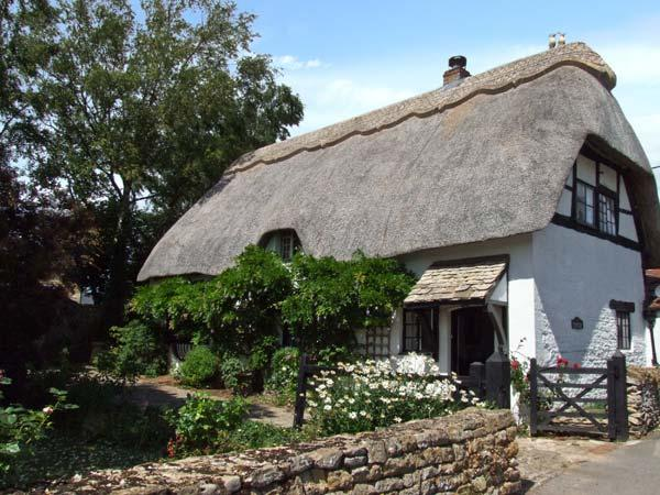CIDER MILL COTTAGE, family-friendly, thatched roof, character features in Alderton, Ref 28146 - Image 1 - Alderton - rentals