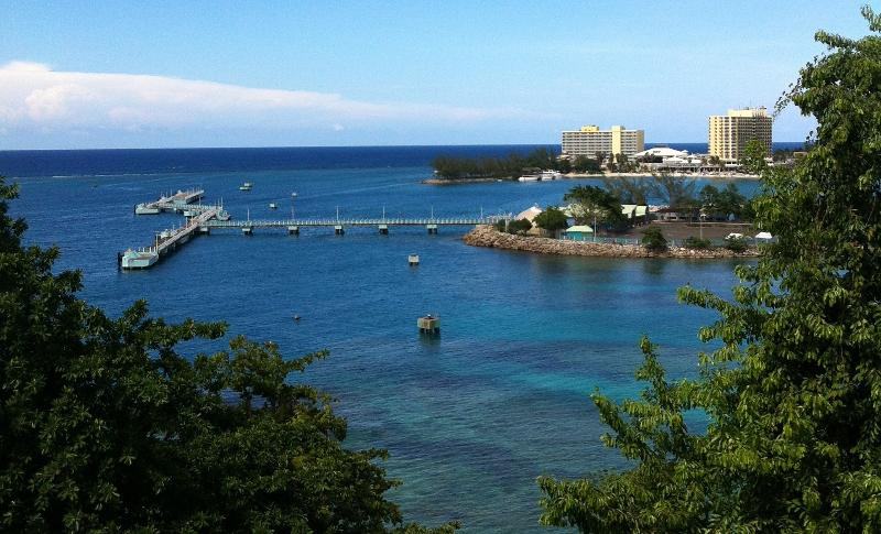 Breathtaking sea view from the balcony, bedrooms and living room - Ocho Rios  Pearl  Penthouse Suite - Ocho Rios - rentals