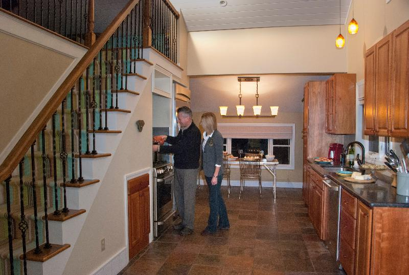 Stylish and modern kitchen - Charming Loft Cottage in Lake Erie's Wine Country - Erie - rentals