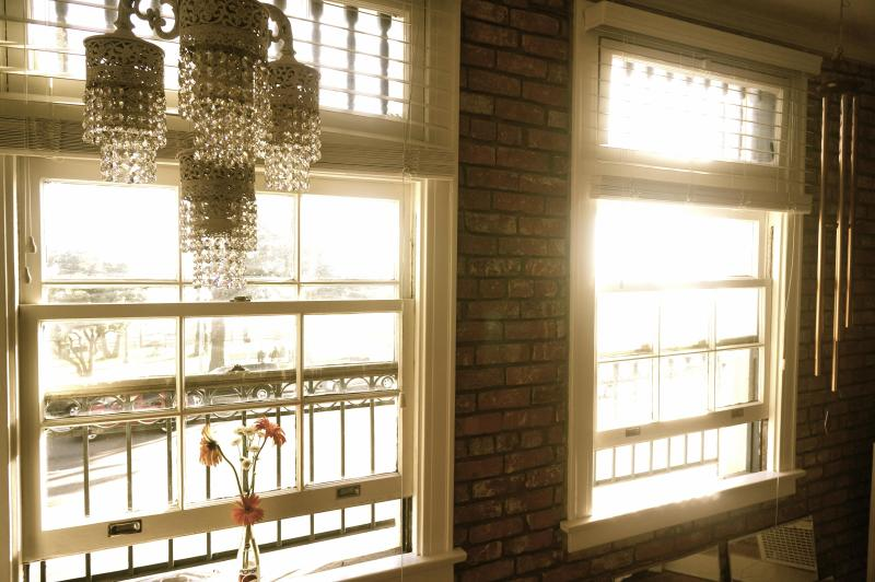 window overlooking the park and ocean. Read a book under this chandelier and look at the sunset - Shaby Chic Beach Studio Loft  - Ocean view - Santa Monica - rentals