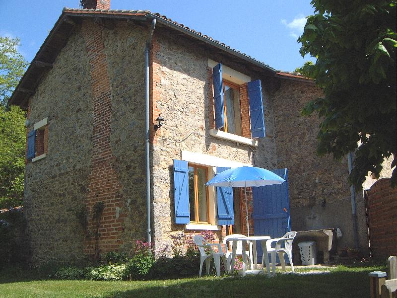 Garden - Maison Lavaud, Self catering accommodation in the Monts de Blond, Haute Vienne, Limousin, France - Cieux - rentals
