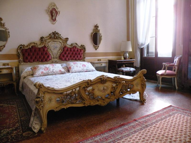 Noble's Residence with canal view in S. Marco - Image 1 - Venice - rentals
