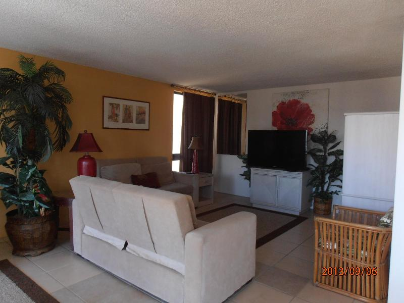 Just 1 Block from Beaches - Image 1 - Honolulu - rentals