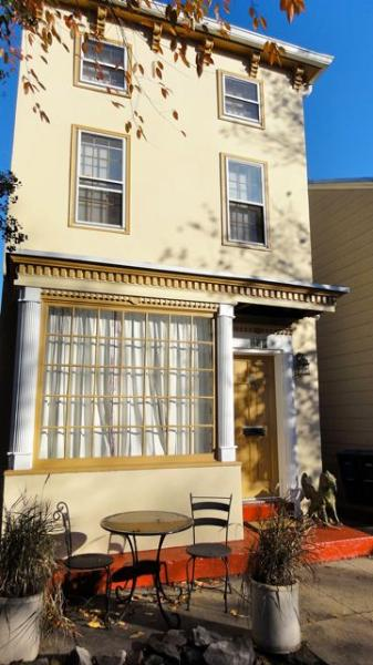 Charming exterior of building - Very nice Capitol Hill apt, perfectly located - Washington DC - rentals