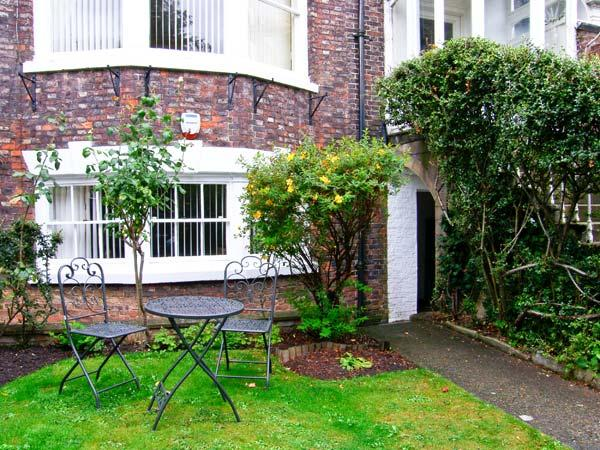 THE BOLTHOLE, ground floor apartment, close to amenities, in Whitby, Ref. 23892 - Image 1 - Whitby - rentals