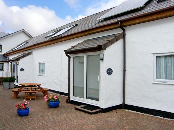 SUMMER COTTAGE family-friendly, near to National Park, good walking in Llanrwst Ref 27326 - Image 1 - Llanrwst - rentals