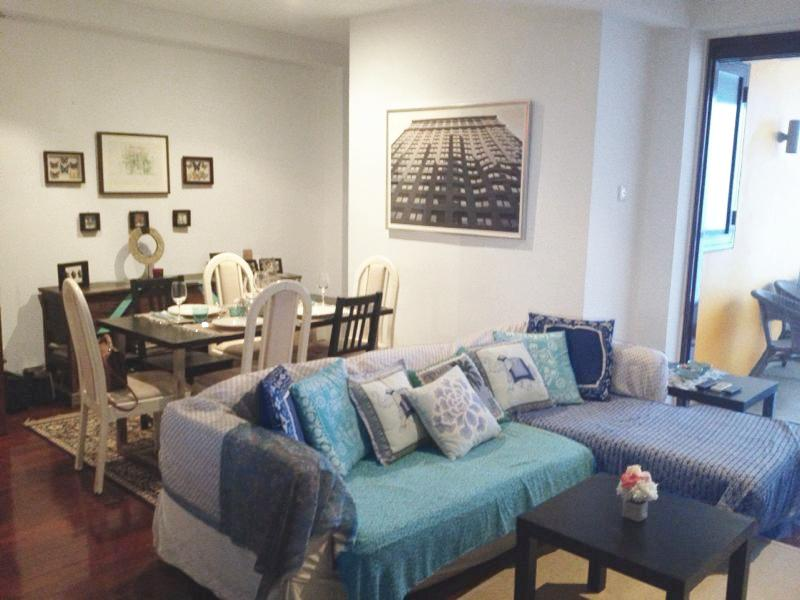 Living Room and Dining Room - Amazing 1 bedroom shophouse minutes from Chinatown - Singapore - rentals