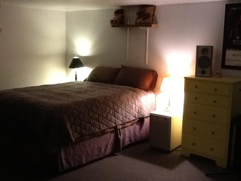 Very clean, quiet, & comfortable.  New Queen size firm bed. - Sweet Studio Apt. near Downtown & Lk Coeur d'Alene - Coeur d'Alene - rentals