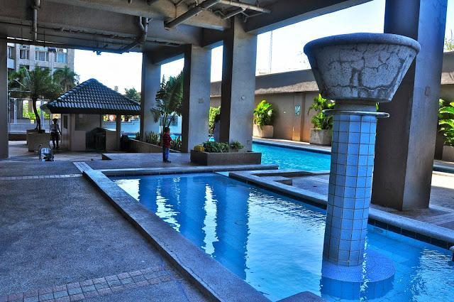 Outdoor lap pool and children's pool. - 3 Bedroom Condo in the Heart of Makati City - Makati - rentals