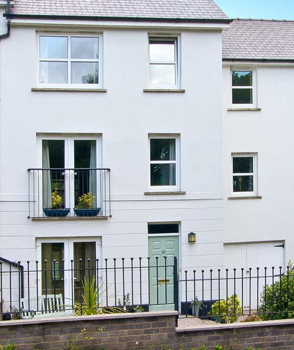 PEMBROKE TOWN HOUSE, versatile accommodation for groups, close amenities and river in Haverfordwest Ref 23405 - Image 1 - Haverfordwest - rentals