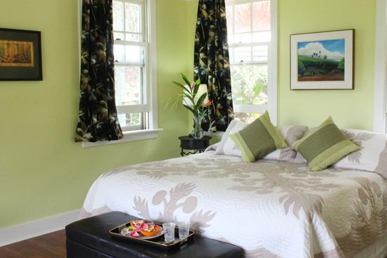 King Bed - Iao Valley; Centrally  Located on 30 Verdant Acres - Wailuku - rentals