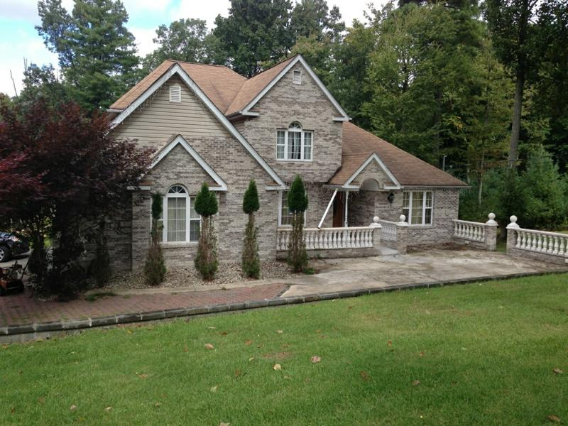 Relaxing Romantic Pool Getaway, Pool On Property, Perfectly Located! - Image 1 - Tannersville - rentals