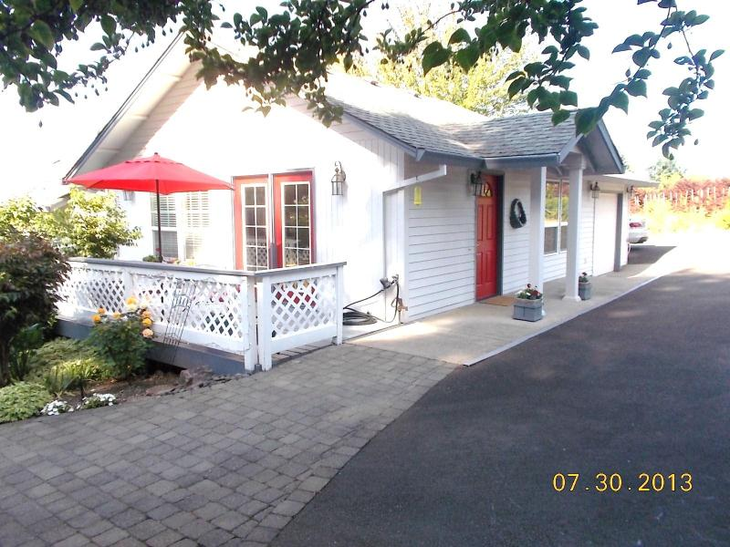 THE TRAVELERS RETREAT- PORTLAND AREA - Image 1 - Portland - rentals
