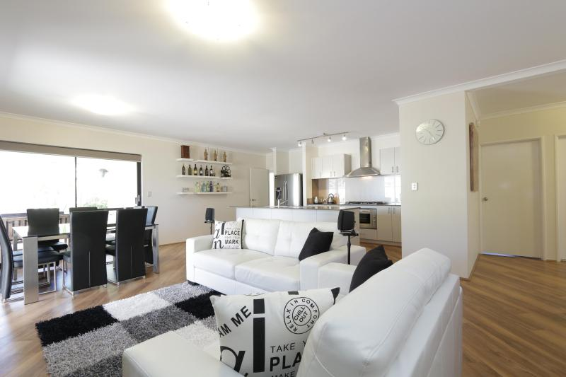 Family Dining Room - Jarelle House (Air-conditioned & Free Wifi) - Perth - rentals