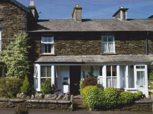LAMB COTTAGE, Windermere - Image 1 - Bowness & Windermere - rentals