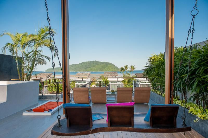 overlooking the bay of chalong the terrace offers a  stunning sea view to a luxurious stay in a unique thai experience - Almali Residence: Elite Holiday Home - Rawai - rentals