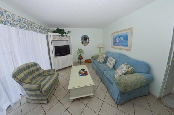 Living room - GREAT VALUE AND FAMILY FUN @ MB RESORT - B515 - Myrtle Beach - rentals