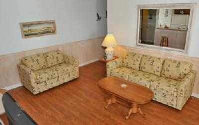 Living room with sleeper sofa and hardwood floors - GREAT 2BR HIGHRISE @ MB RESORT, GYM/WIFI - RT1917 - Myrtle Beach - rentals