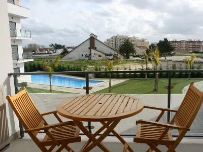 426720 - 2 bedroom apartment - South facing with great views of the swimming pool - Sleeps 6 - Sao Martinho do Porto - Image 1 - Sao Martinho do Porto - rentals