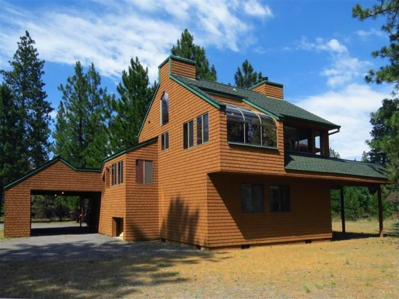 Adorable Cedar Cabin - Charming 2 Bedroom Cedar Cabin on 1/2 acre lot in Sisters, Oregon - Sisters - rentals