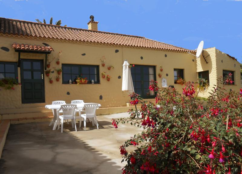 Private Garden & Terraces - ROMANTIC RURAL COTTAGE SURROUNDED BY VINEYARD FARM - Canary Islands - rentals