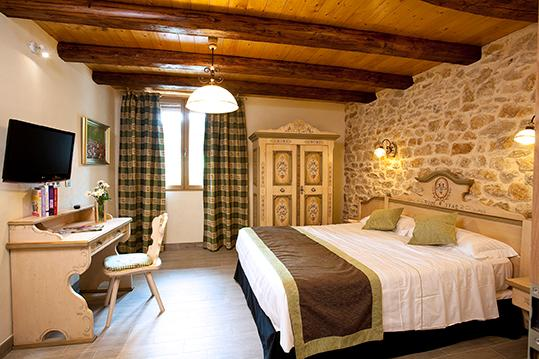 Room with bath tub - 5* 18th-c. Farm overlooking Lake Abbaye, Jura - Grande-Riviere - rentals